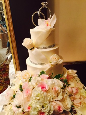 Diamonds and roses wedding cake with giant wedding rings