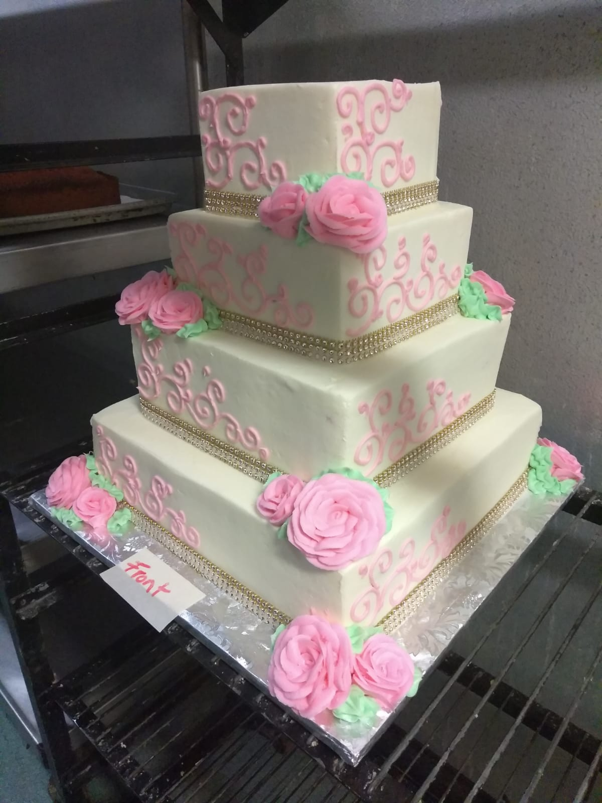 Pretty pink roses wedding cake